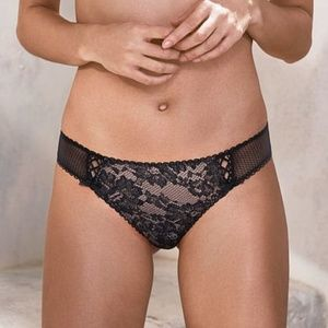 Victoria's Secret black thong pantie NWT